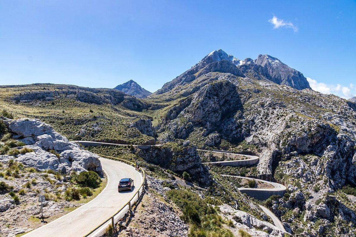 Cinco carreteras para disfrutar conduciendo sin salir de España